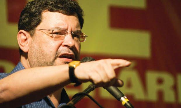 Rui Pimenta convoca militantes para impedir prisão de Lula