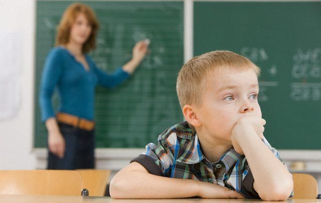 Estudo relaciona hiperatividade e deficit de atenção a escolaridade precoce