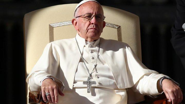 Críticas à Igreja e crise política marcam visita do Papa a Chile e Peru