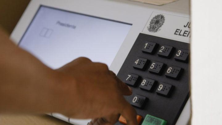 Polêmicas envolvendo TSE e apenas 5% de urnas eletrônicas com voto impresso