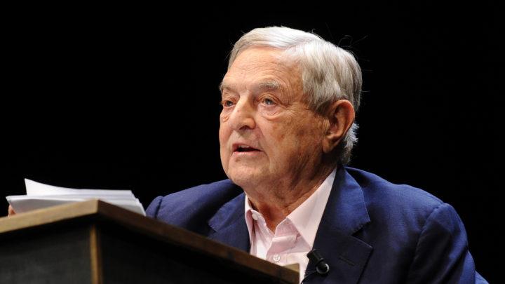ONG financiada por Soros fornece livretos que ensinam imigrantes a entrar ilegalmente na Europa