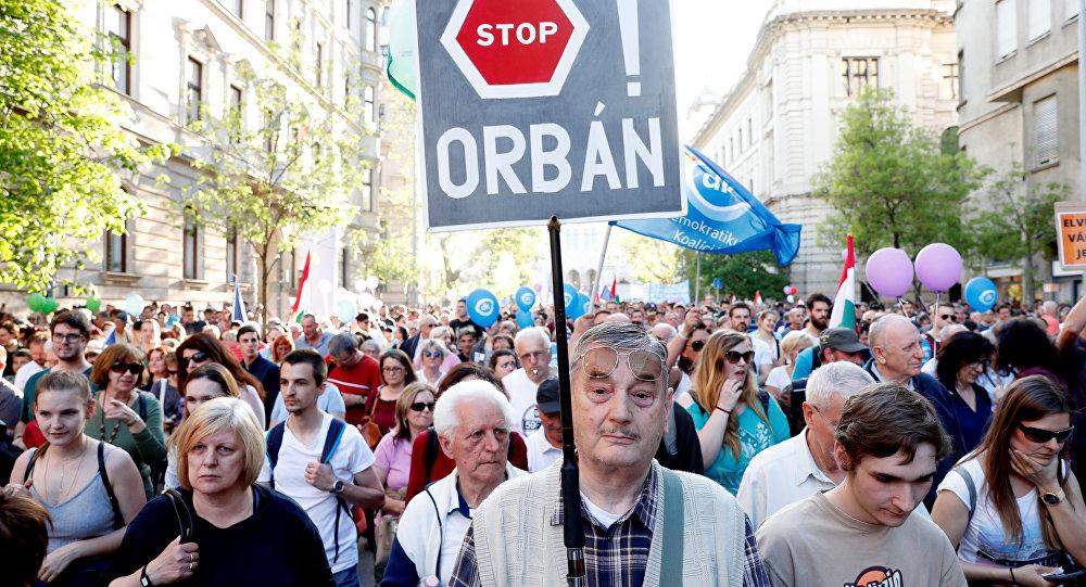 Hungria: ativistas financiados por Soros lotam as ruas contra o governo