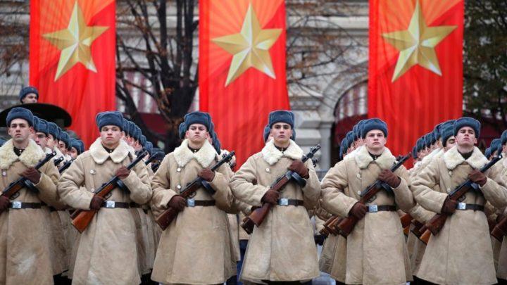 Inspirado na URSS, Putin cria formação política para exército
