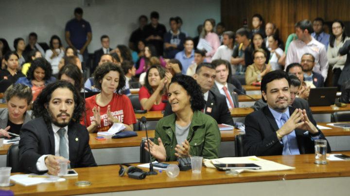 Ação no Supremo pode colocar em risco existência do PSOL