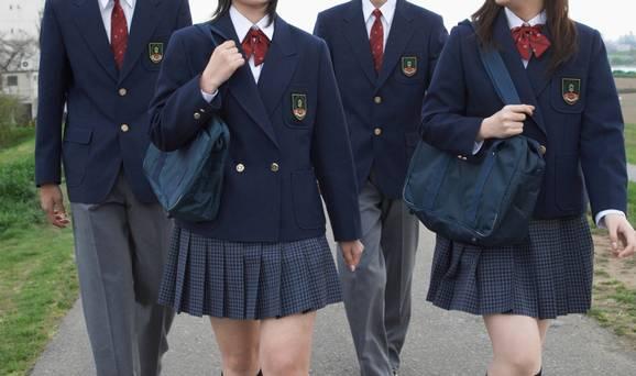 Escolas da Inglaterra banem uso de saias para não aborrecer alunos transgêneros