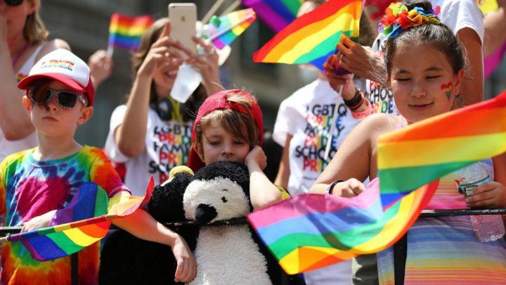 """Crianças de seis anos escrevem cartas de """"amor gay"""" em escola, em nome da diversidade"""