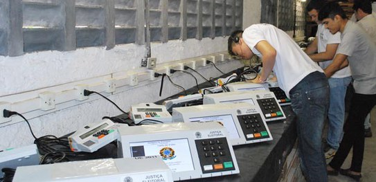 As urnas eletrônicas não foram projetadas para serem auditadas, conclui relatório de 2014
