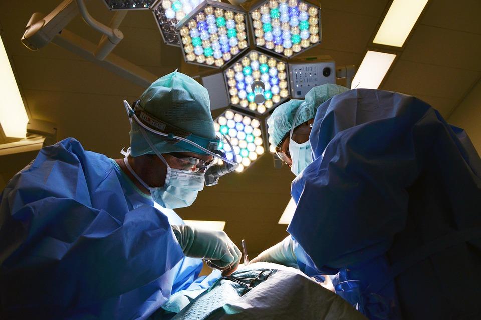 Federação de obstetras e ginecologistas milita pela legalização do aborto como ONGs radicais