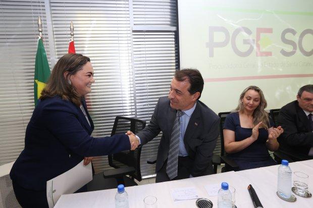 Moisés e Daniela prestigiam posse da nova procuradora-geral do Estado. 07/01/2019. Foto: Maurício Vieira/SECOM