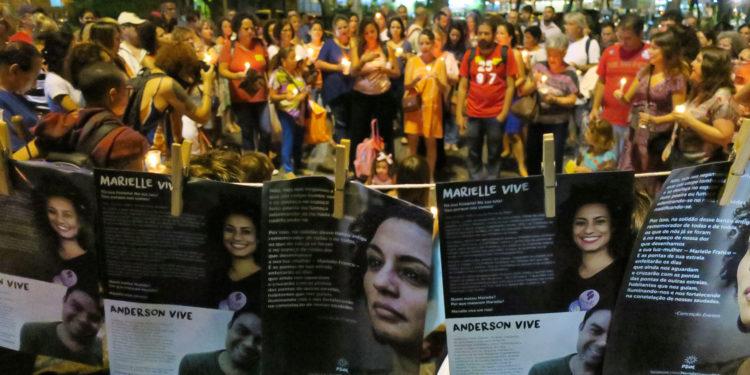 Rio de Janeiro -03 04 2018 O ato Luzes para Marielle e Anderson reune centenas pessoas segurando velas e lanternas em memoria de ambos que foram assassinados na cidade do Rio de Janeiro (Vladimir Platonow/Agencia Brasil)